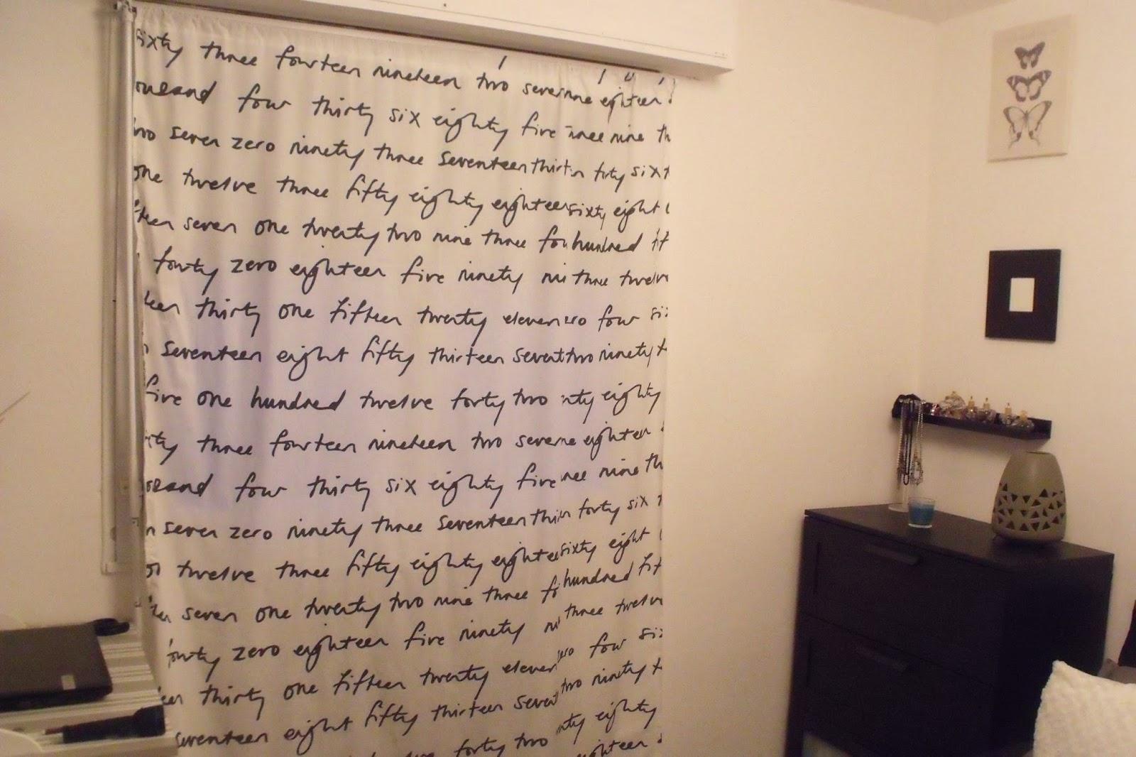 Lili joue maman bricole coudre un rideau avec du tissus ikea - Tringle rideau mur a mur ...