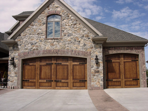Amarr garage doors carriage house garage doors for Carriage house garages