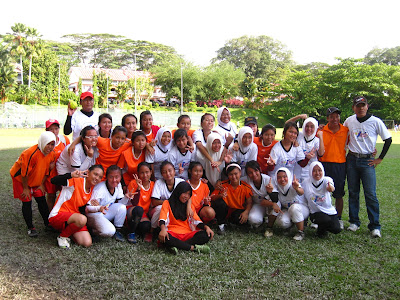 Pasukan sofbol Sibu B (SM Vokasional Sibu) semasa Kejohanan Sofbol MSS Sarawak di Kuching pada tahun 2011
