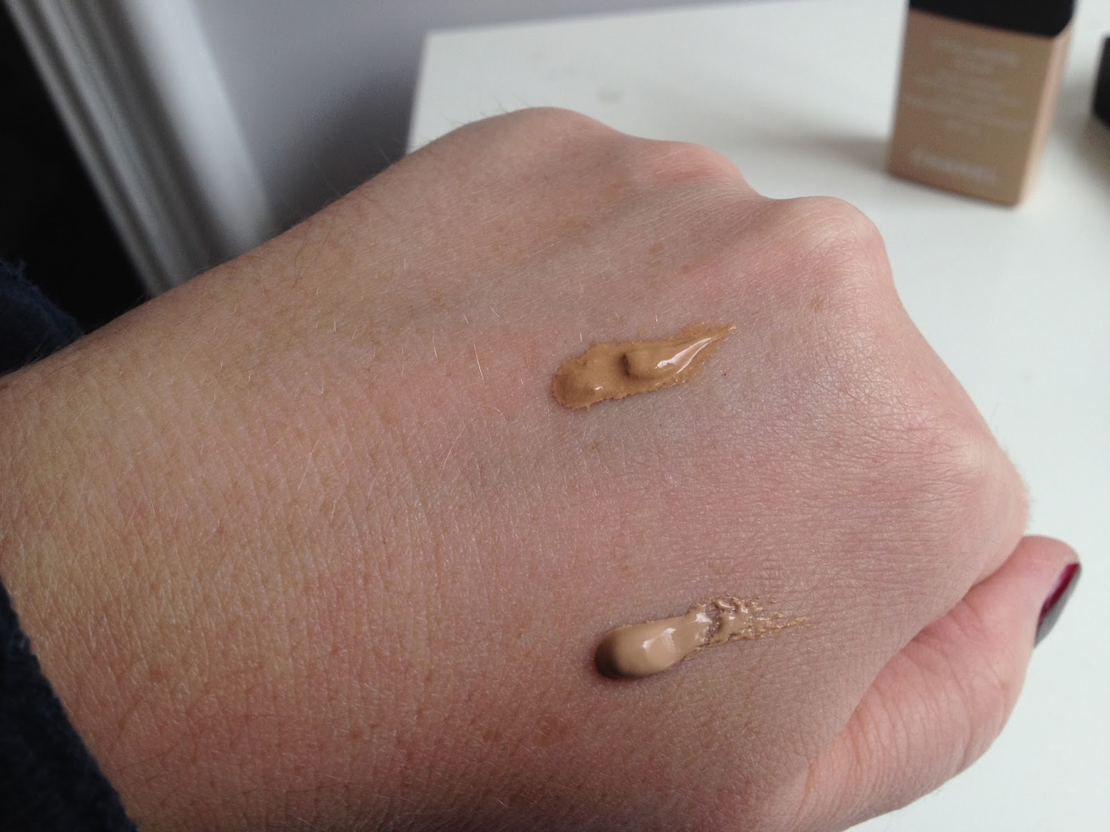 Chanel Vitalumiere Aqua Foundation B20 & B40 swatch