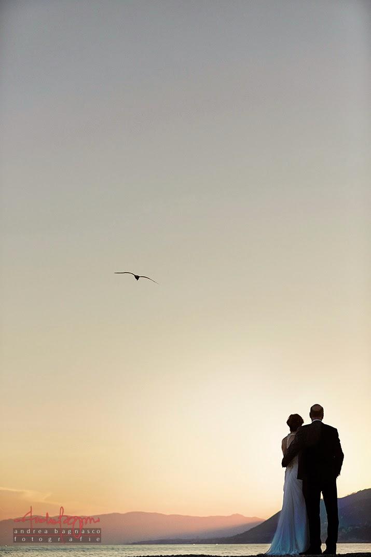 sposi al tramonto in riva al mare matrimonio Camogli