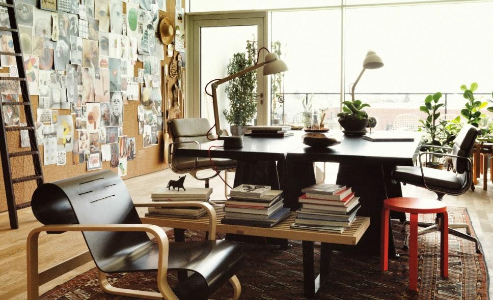 Ilse Crawford richtet im VitraHaus mit ARTEK und VITRA Sessel, Tisch, Stuhl, Servierwagen eine komplette Wohnung ein!