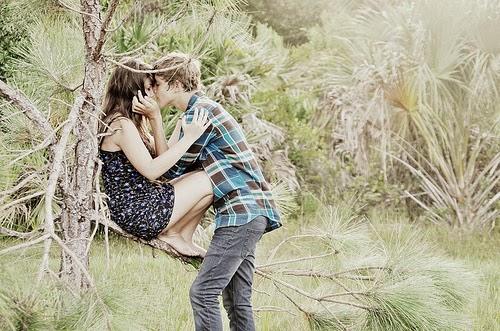 sweetly kiss photos