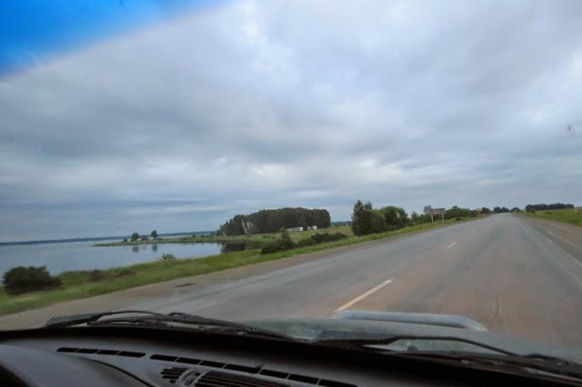 Проезжаем озеро Малый Кисегач