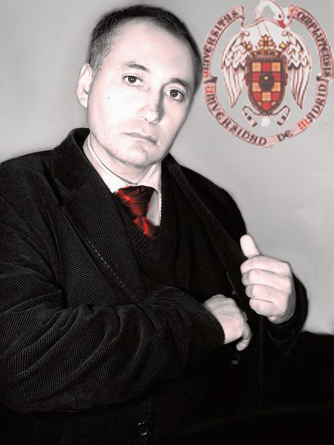 http://4.bp.blogspot.com/-tNc62KpCugk/UaZVbZ1HsgI/AAAAAAAAH8U/GnpG4eb_JHE/s1600/Adolfo+Vasquez+Rocca+Dr.+en+Filosof%C3%ADa+UCM+Portrait+2013+_.jpg