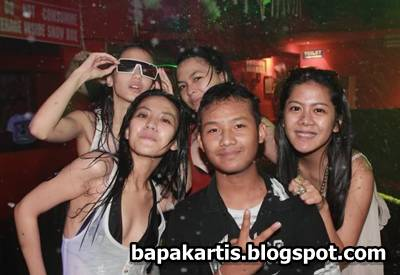 BapakArtis - Kebanyak artis muda memang suka clubbing kayak gini. Apa ...