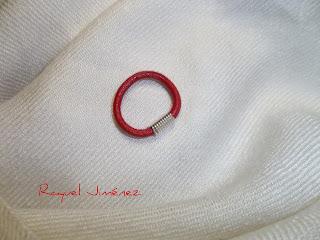 anillo cuero rojo