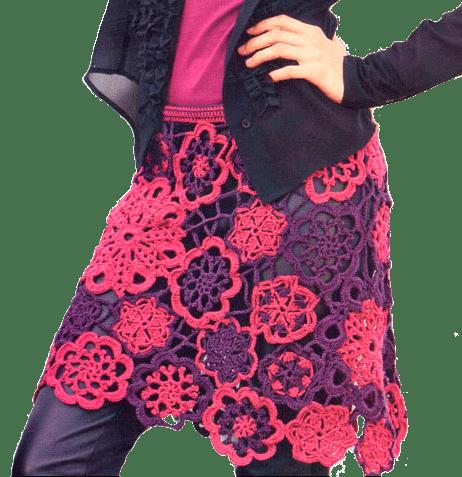 Яркая юбка с ажурными цветочными мотивами, связанная крючком