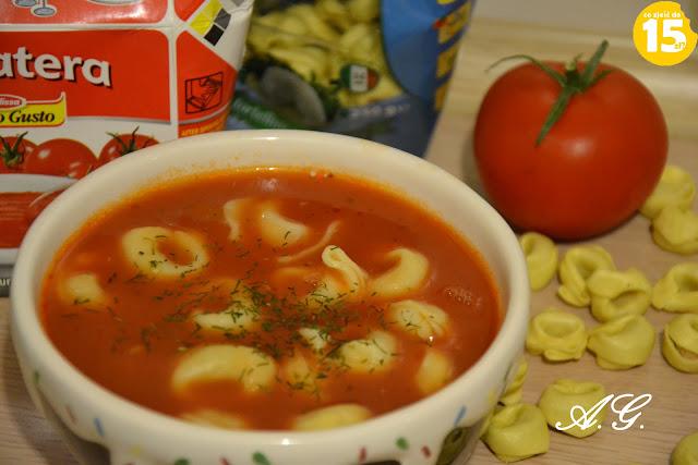 Zupa pomidorowa z Tortellini, pomidorowa z makaronem, zupa z pomidora, pomidorowa na rosole, domowa pomidorowa