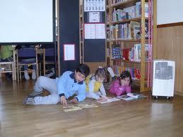 Vai à BIblioteca da tua escola...