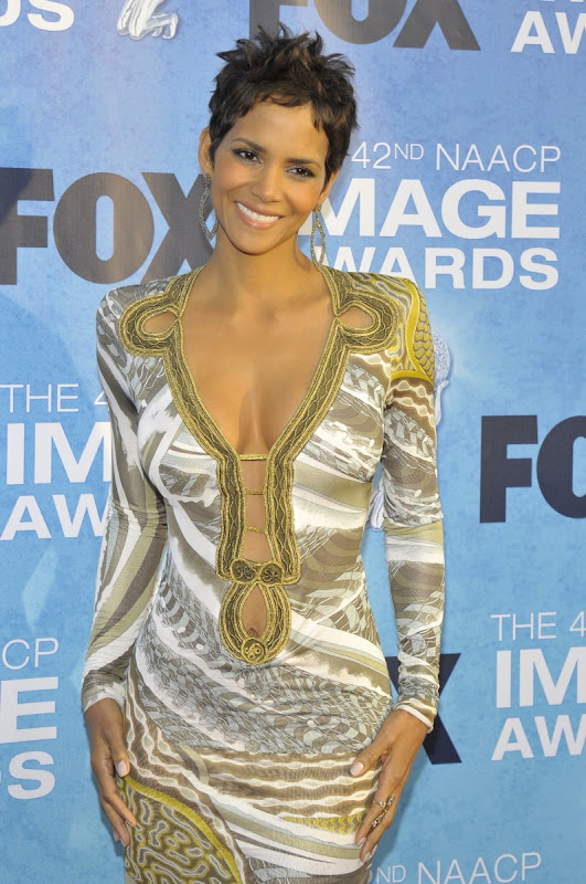 Halle-Berry-42nd-NAACP-Image-Awards-A-smiling-face