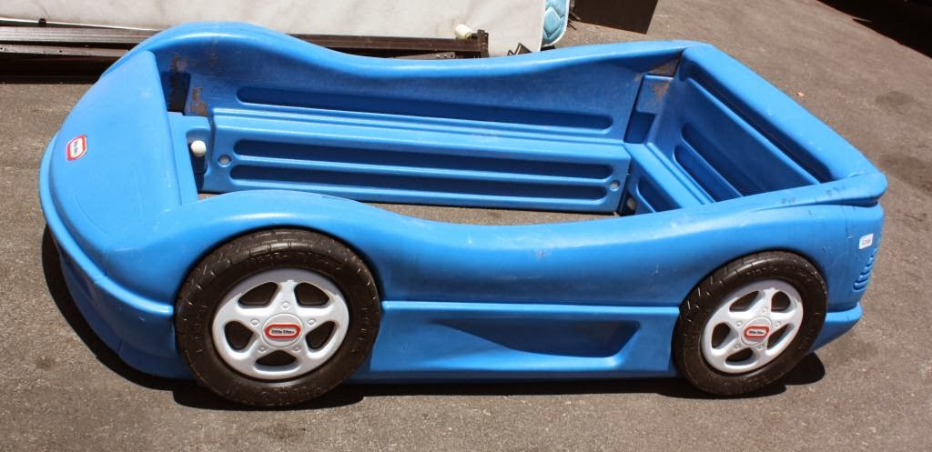 MommysLove4Baby143: LITTLE TIKES BLUE TWIN SIZE RACING CAR BED