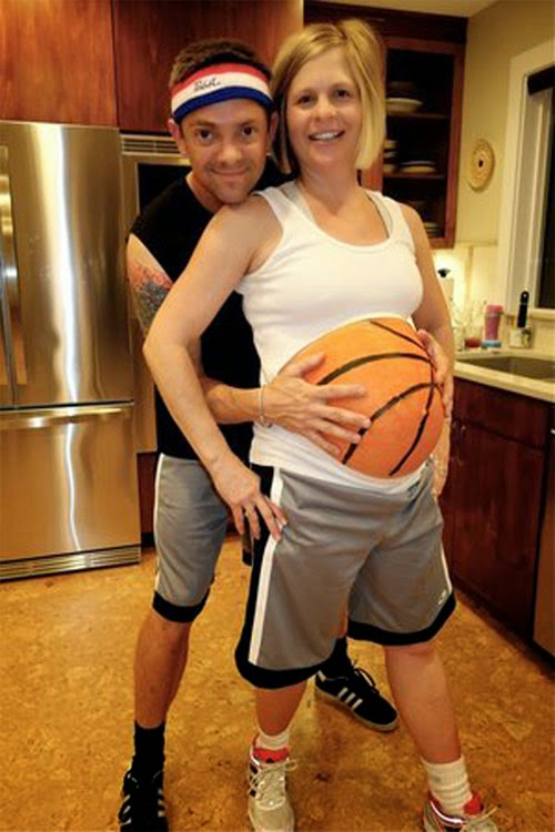 or just super cute on the days leading up to halloween - Pregnant Halloween Couples Costumes