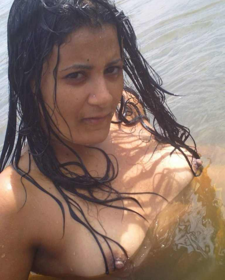 in saree Indian young nude aunty