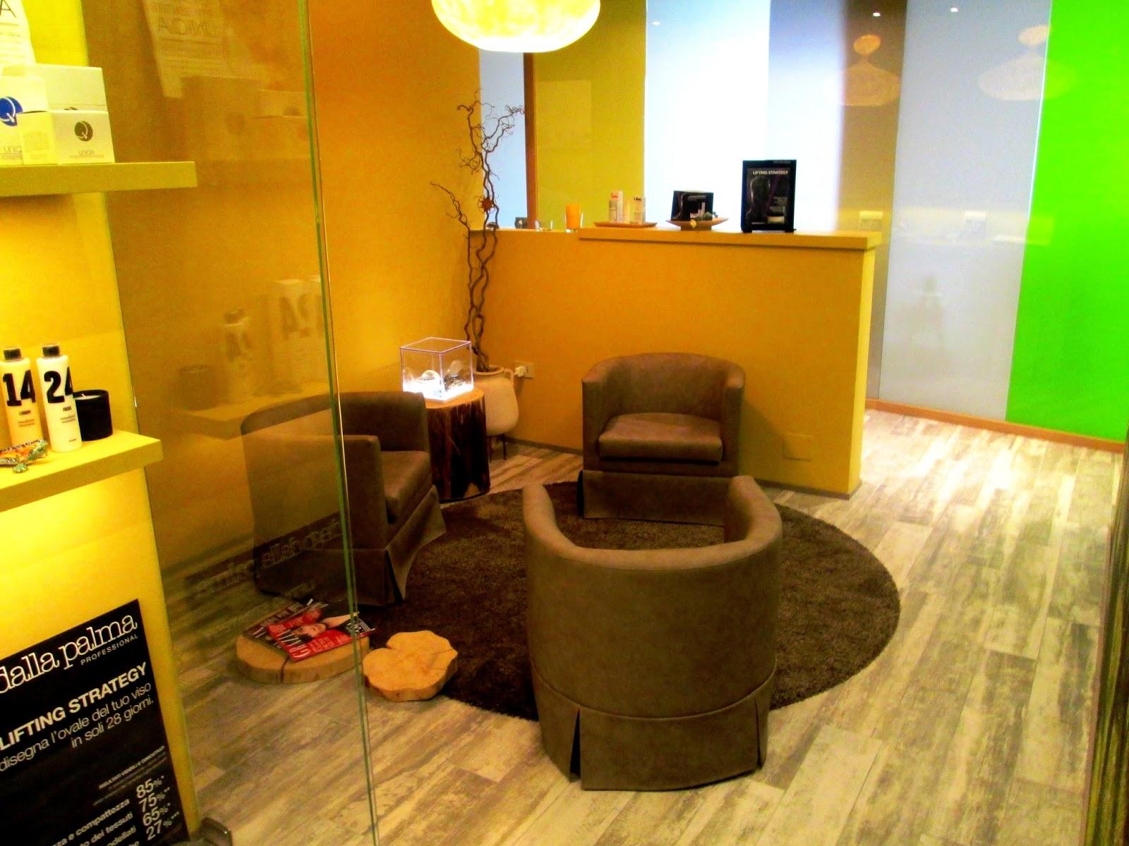Porte a soffietto centro estetico design e praticit for Cabina di 300 piedi quadrati