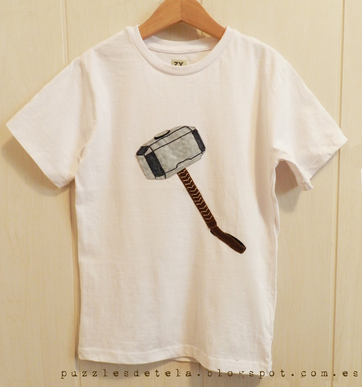 Salón del cómic, Thor, Superhéroes, Los Vengadores, Camisetas patchwork, camiseta Thor, mazo de Thor, Mjolnir, martillo de Thor, camiseta superhéroes, camiseta de los Vengadores