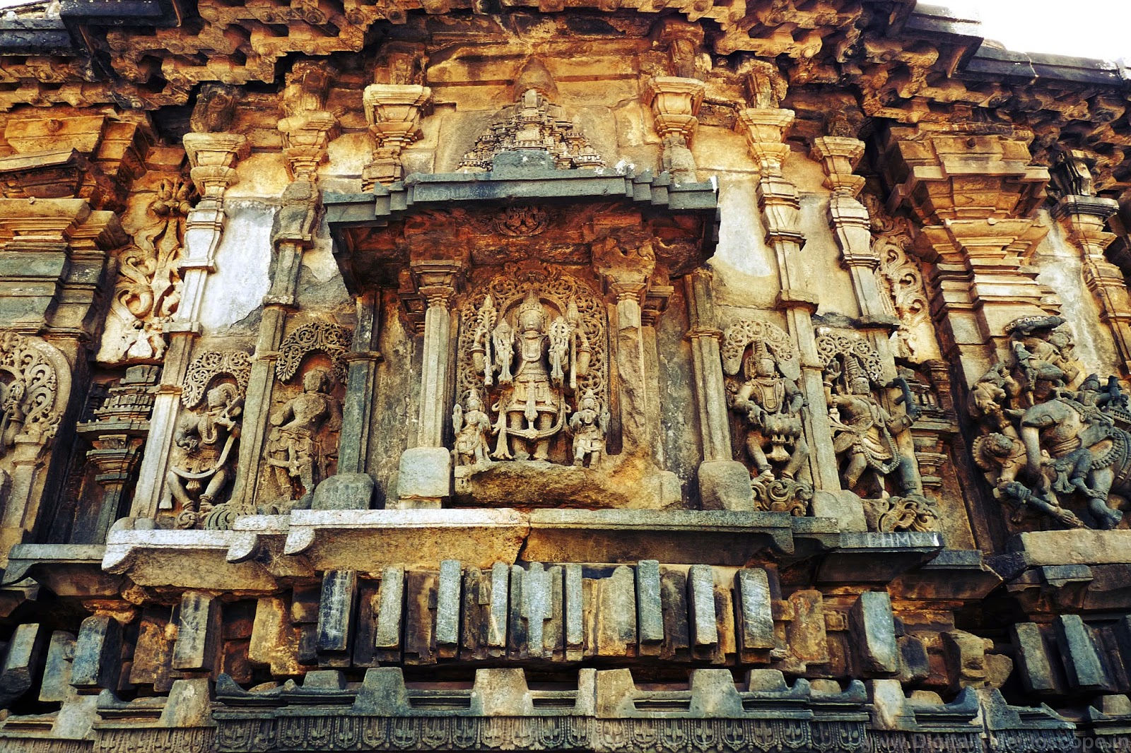 Stone temples of belur and halebeedu digitalkaleidoscope