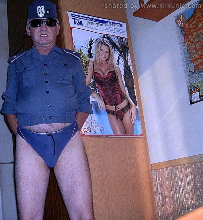 http://4.bp.blogspot.com/-tR4d_yFfpdQ/TXiUr7E6TrI/AAAAAAAAQo4/1lriU3wDGZc/s1600/army_06.jpg