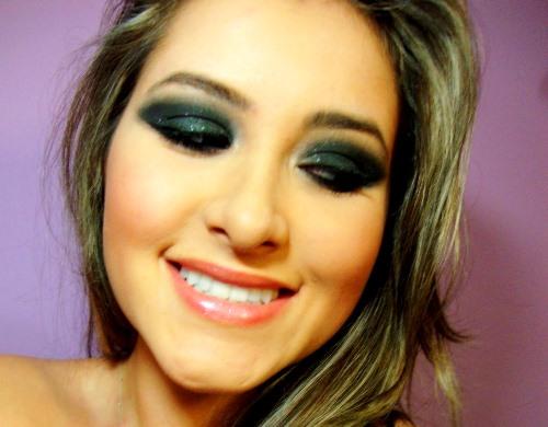 Aprenda como fazer Maquiagem Preta passo a passo
