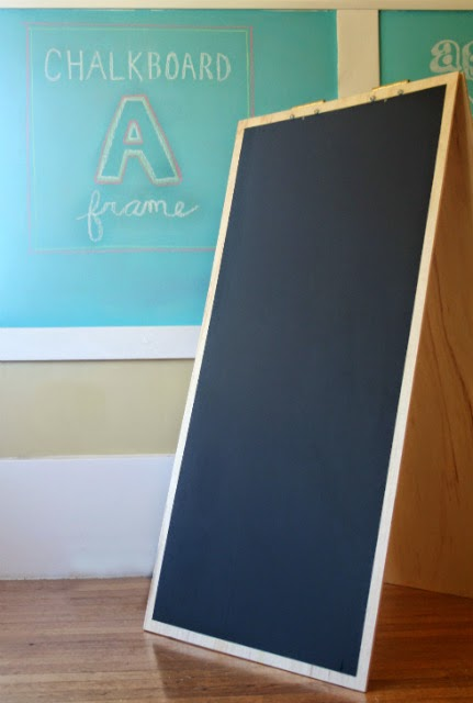 Add some pizzazz to your summer events with this DIY chalkboard sandwich board!