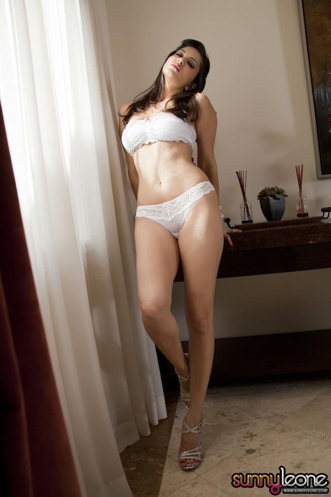 www.celebtiger.blogspot.com Sunny+Leone+ +White+BikIni+(22) Sunny Leone Indian Pornstar Posing Nude In White Lingerie HQ Photos