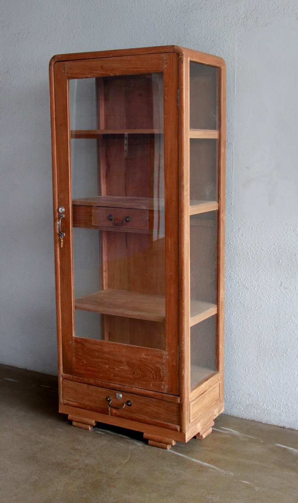 Vintage Showcases And Display Cabinets Ashley Furniture