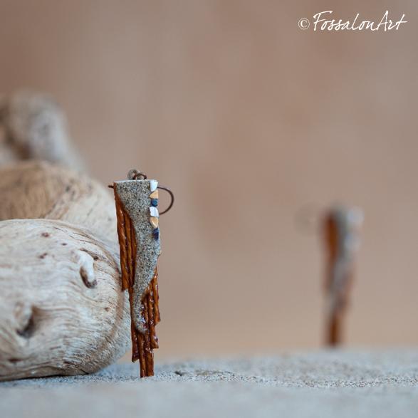 """Orecchini """"il sentiero"""", in corda, sabbia, e frammenti di conchiglie"""