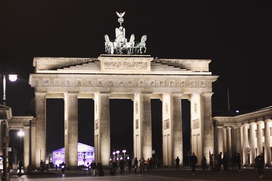 brandenberg gate berlin fashion week
