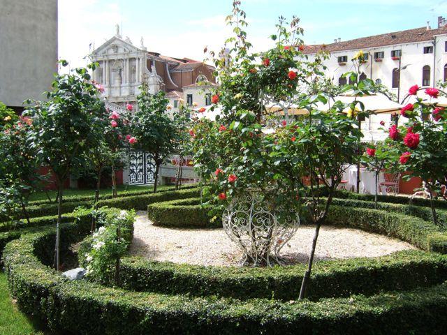 venise c t jardin le jardin des roses ca 39 nigra lagoon resort. Black Bedroom Furniture Sets. Home Design Ideas