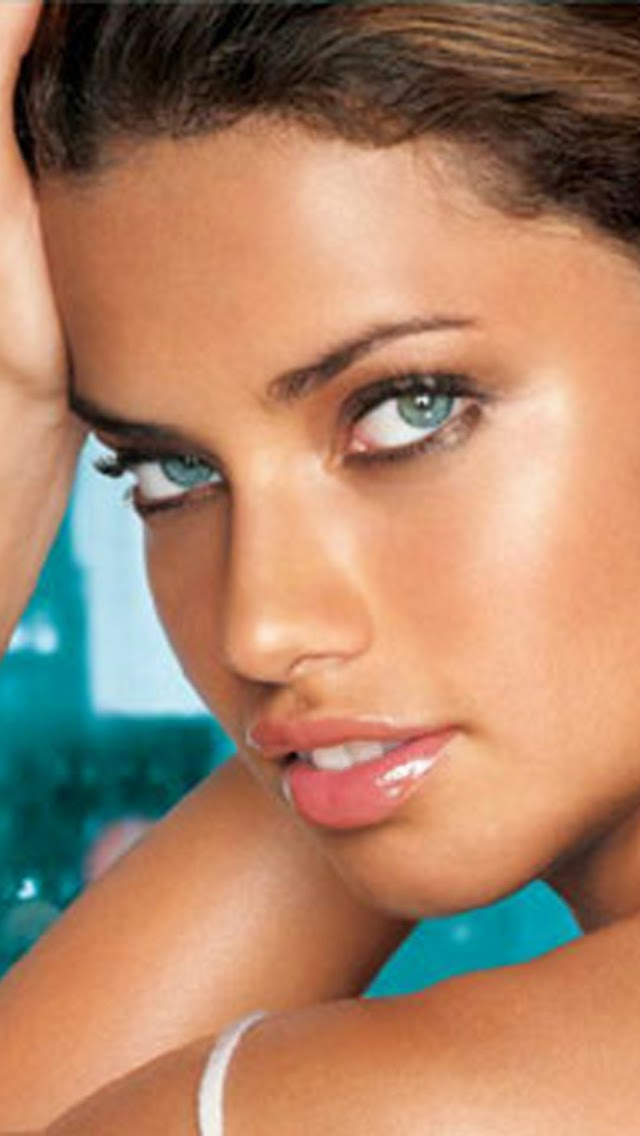 ADRIANA LIMA HOT WALLPAPER