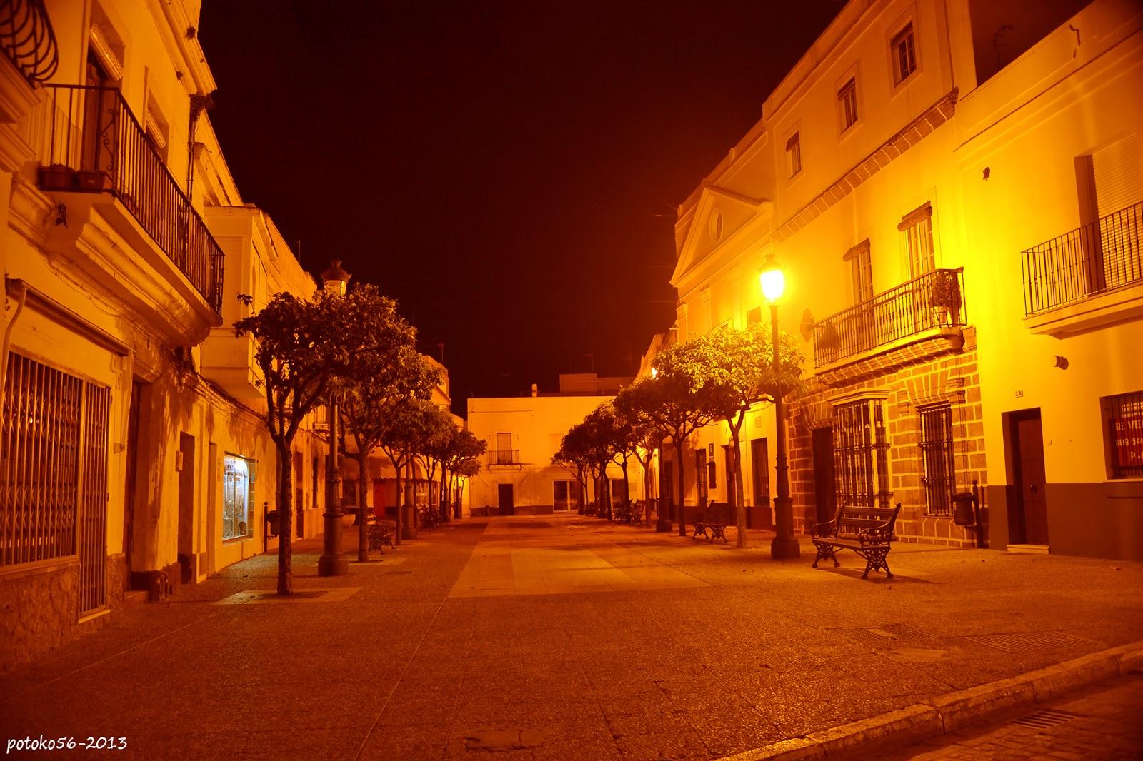 Plaza Barroso en Rota vista de noche