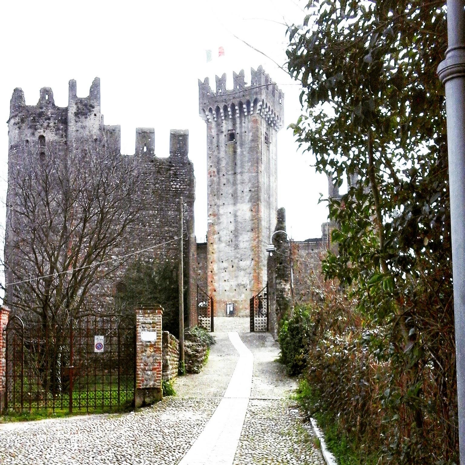Valeggio sul Mincio, Castello Scaligero - Foto di Monica Gatti La gatita sotto le due torri blog