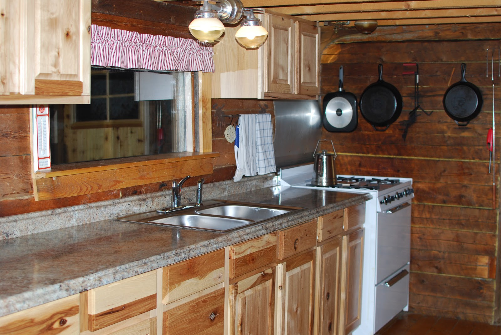 Loweu0027s Kitchen Cabinets (Hickory) Cabin Style