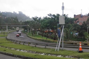 Radar eletrônico é instalado na BR-101, em Ubaitaba.