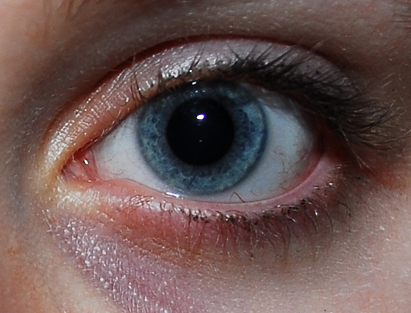 how to get clear white eyes