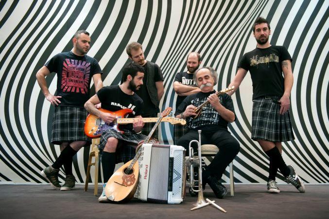"""На фото греческая группа """"Коза Мостра"""", которая выступит за Грецию на Евровидении 2013"""