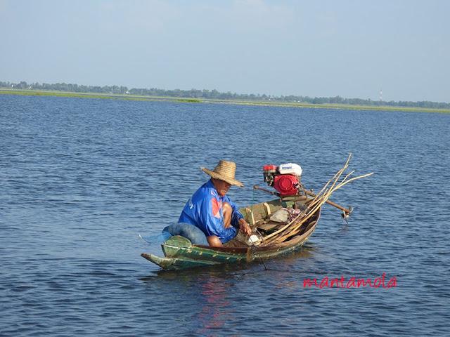Bung Boraphet fisherman