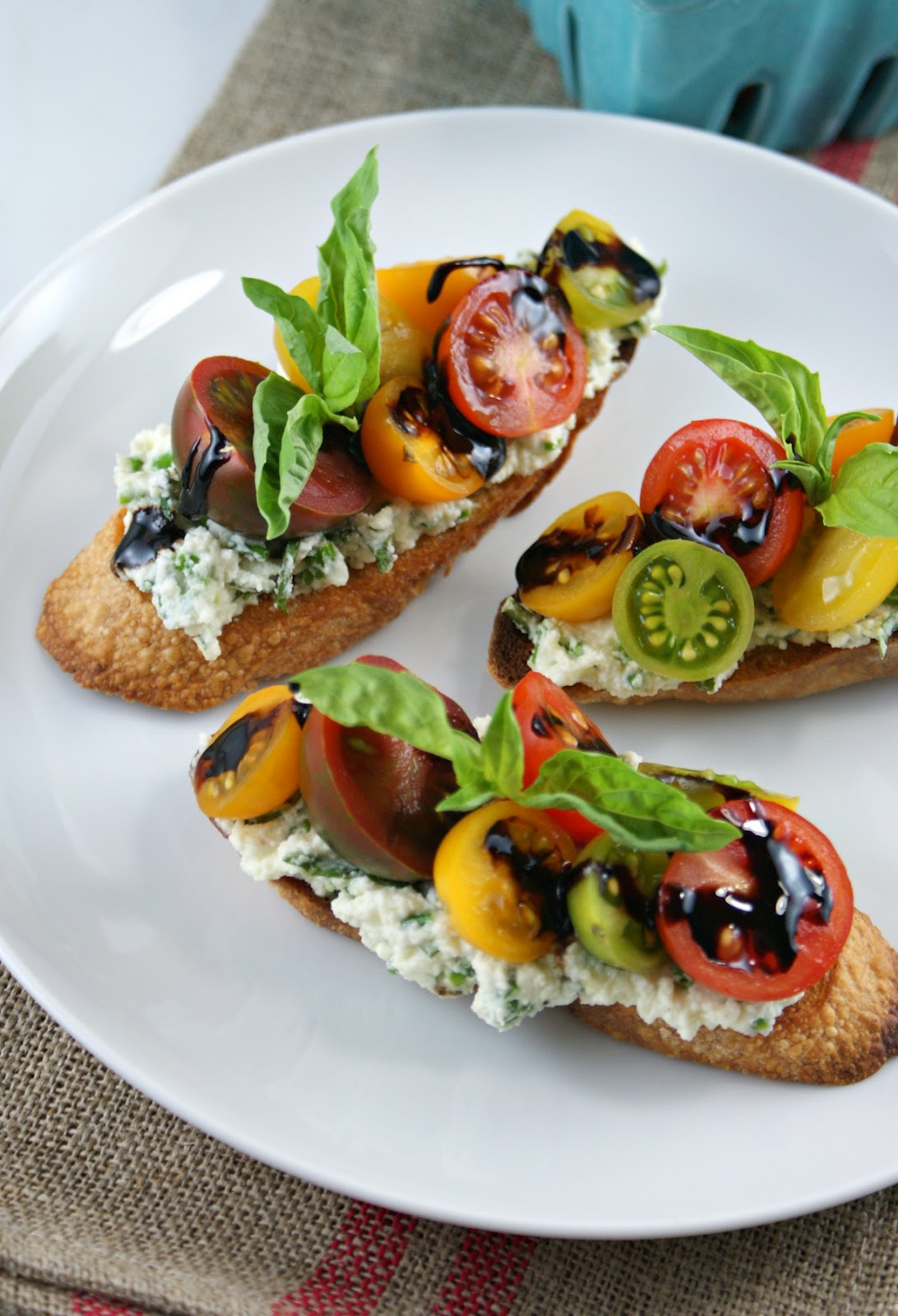 ... Suburban Gourmet: Summer Tomato Crostini with Reduced Balsamic