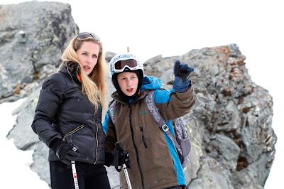 Kacey Mottet Klein and Gillian Anderson in L'enfant d'en haut (Sister)