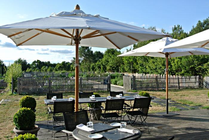 Yves Rocher Blogger Event - Außen Terrasse des Restaurant Les Jardins Sauvages