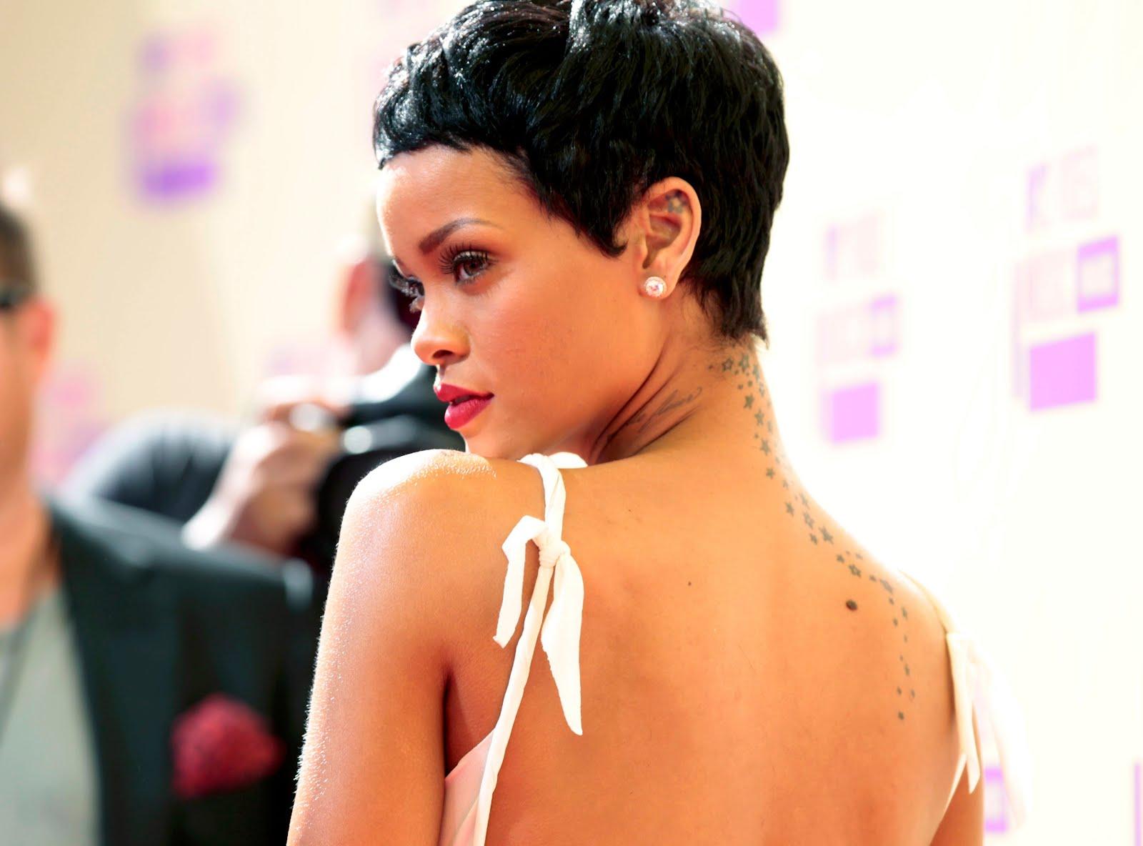 http://4.bp.blogspot.com/-tTIviksOOns/UElOnGFkfEI/AAAAAAAAMq8/4YrbyBYosSk/s1600/Rihanna-en-MTV-Video-Music-Awards-2012-4.JPG