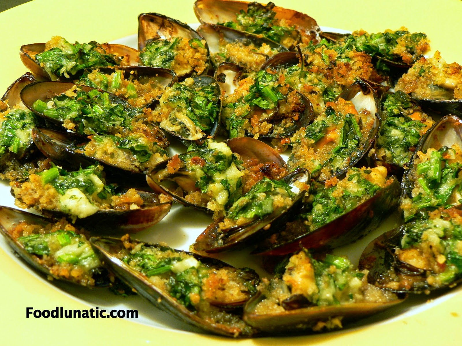 Food Lunatic: Broiled Mussels with Panko Pesto