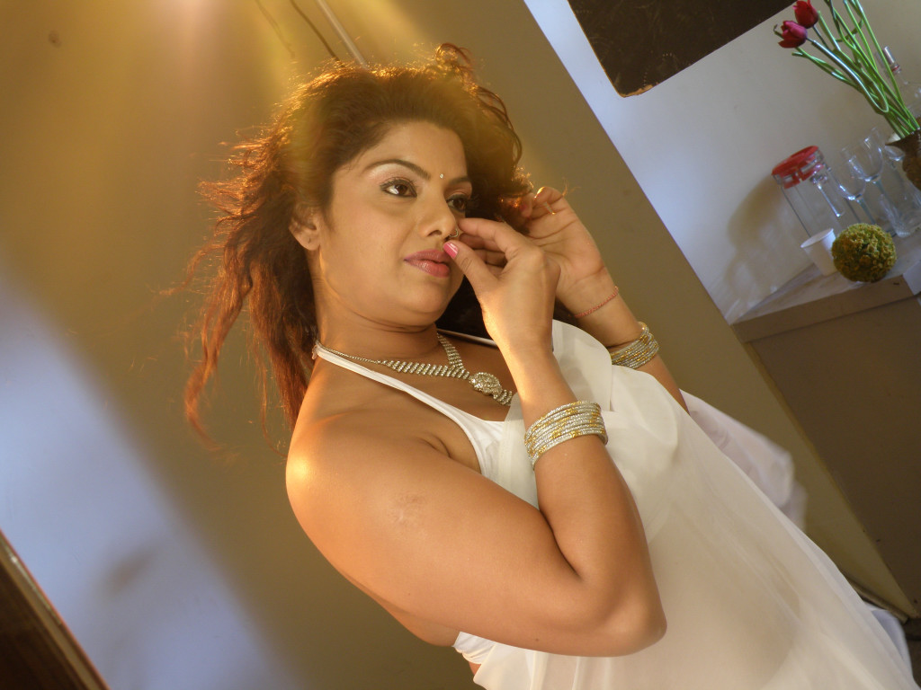 Displaying 20> Images For - Mallu Aunties Hot...