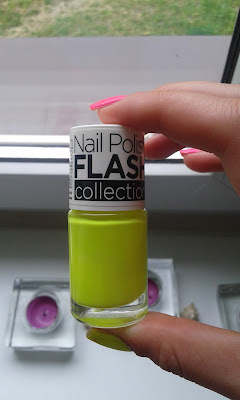 Żółty neon od Nail Polish Flash Collection