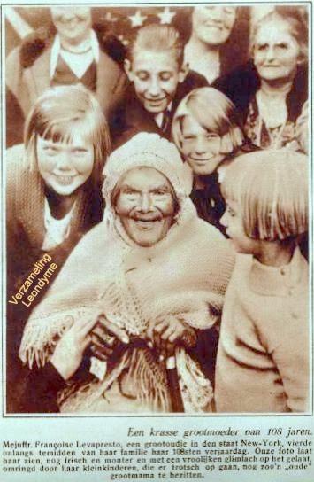 Françoise Levapresto, hier gevierd als 108-jarige Te New-York, samen met haar kleinkinderen.  De Stad 01-11-1929