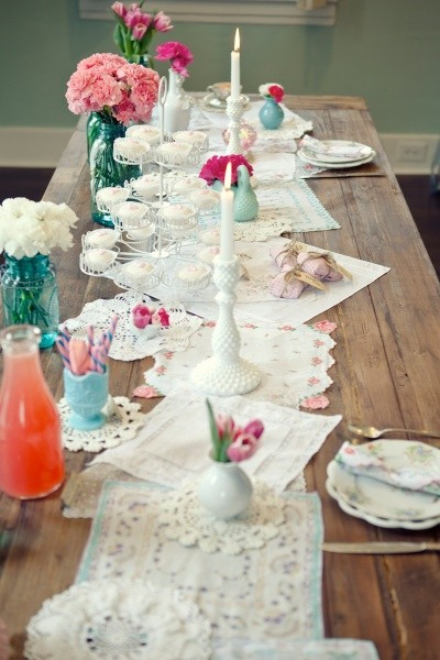 below are different styles of Table Decorations