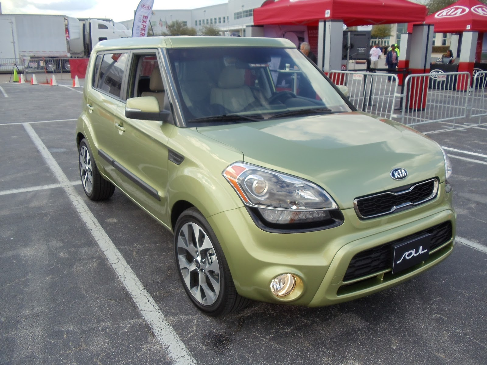 carbuyer kia review hatchback ev reviews cutout soul