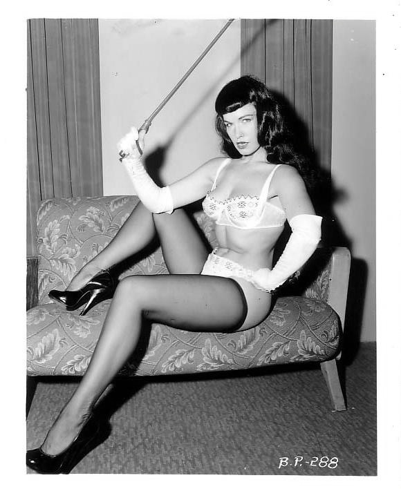Bettie Page's black and white photos in bikini by Bunny ...