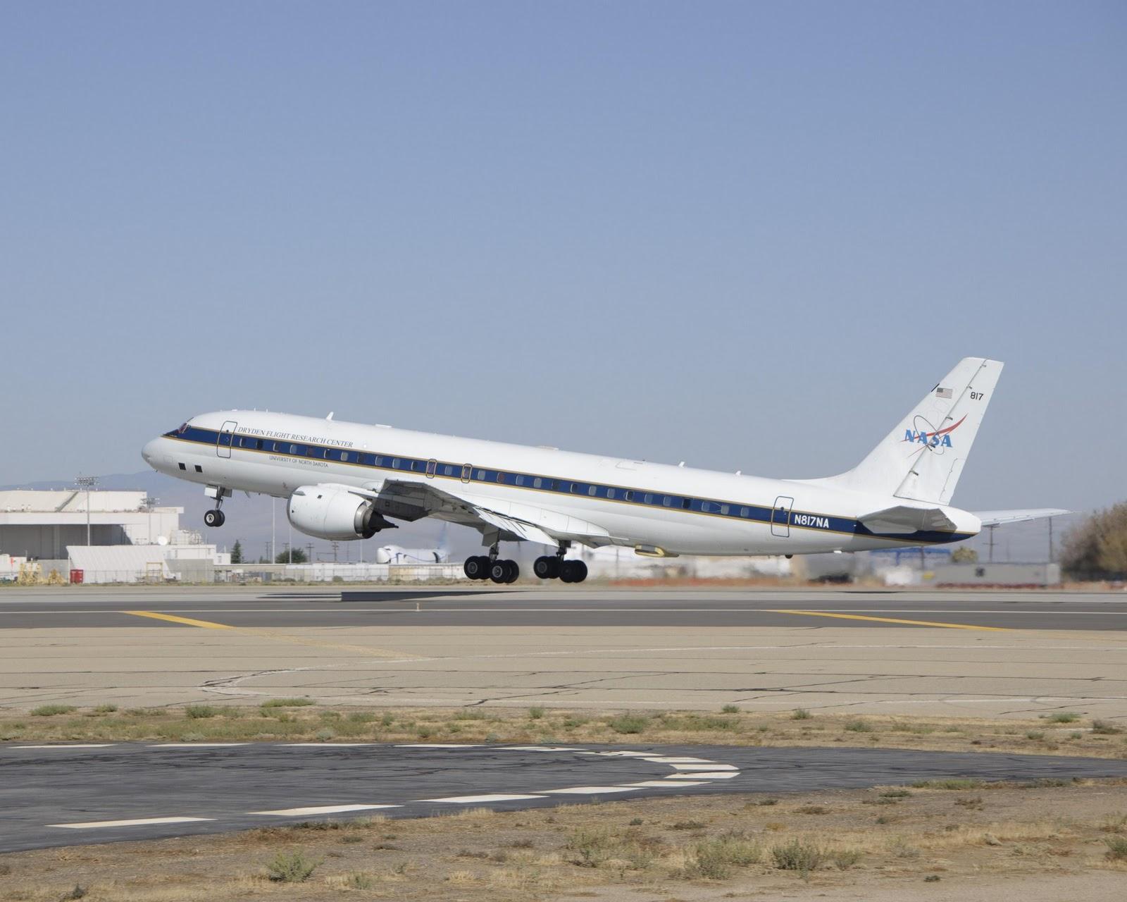 http://4.bp.blogspot.com/-tUbHPY3DELA/TrMJvBa_ucI/AAAAAAAACp4/nzcQ6_ANI2M/s1600/NASA%2527s+DC-8+handled+the+low-attitude+missions.jpg