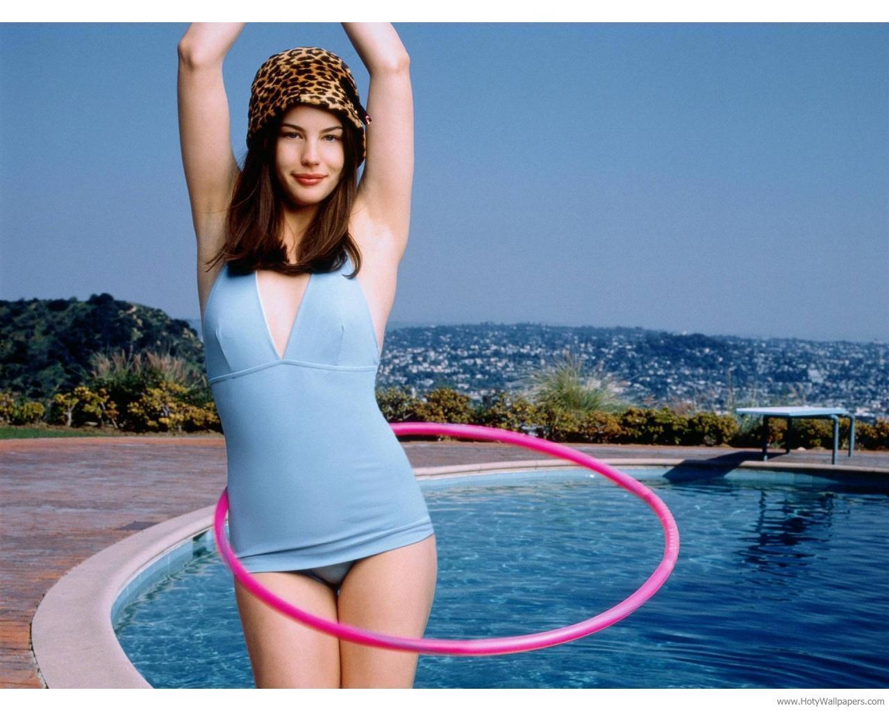 http://4.bp.blogspot.com/-tUvrZ3hPuZQ/Tprfk9uMuvI/AAAAAAAAL6o/lNtdXeefqzE/s1600/liv_tyler_bikini_wallpaper.jpg